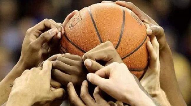 mani sul pallone